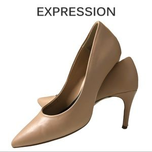 💋2/$30💋 Expression Nude Classic Pump Shoe Size 6